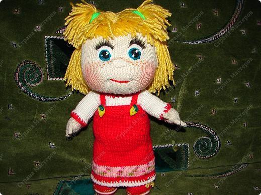 """Вот такую Машеньку я связала на день рождения своей племяшке.Куколка ей очень нравиться и маленькая Полинка часто ей играет.Куколка 30 см,очень хорошо помешается в колясочку для игрушек.Связана на спицах,глазки и носик крючком.Таких кукляшек-пупсяшек вяжут в он-лайне на сайте """"Амигуруми всех стран соединяйтесь"""". фото 3"""