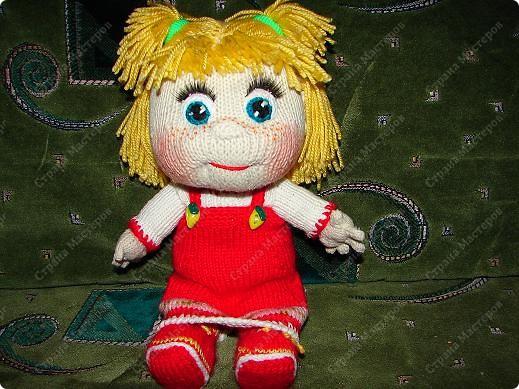 """Вот такую Машеньку я связала на день рождения своей племяшке.Куколка ей очень нравиться и маленькая Полинка часто ей играет.Куколка 30 см,очень хорошо помешается в колясочку для игрушек.Связана на спицах,глазки и носик крючком.Таких кукляшек-пупсяшек вяжут в он-лайне на сайте """"Амигуруми всех стран соединяйтесь"""". фото 4"""