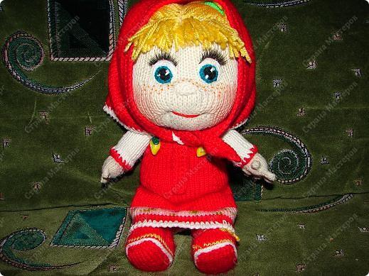 """Вот такую Машеньку я связала на день рождения своей племяшке.Куколка ей очень нравиться и маленькая Полинка часто ей играет.Куколка 30 см,очень хорошо помешается в колясочку для игрушек.Связана на спицах,глазки и носик крючком.Таких кукляшек-пупсяшек вяжут в он-лайне на сайте """"Амигуруми всех стран соединяйтесь"""". фото 5"""