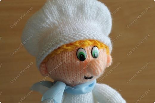 Это вторая игрушка) Поэтому и помощник повара) Он даже росточком меньше получился. фото 2