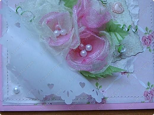 """В нашем городе стал появляться материал для скрапбукинга, не смогла устоять. листы бумаги можно выбрать поштучно (что очень мне понравилось): односторонние, двусторонние. Короче, прикупила и сразу села творить. На этой открытке основа - плотная офисная бумага розового цвета, а вот фон - из купленной бумаги """"в розочку"""" фото 2"""
