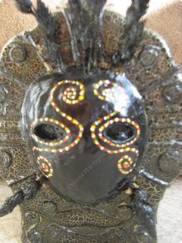 вот такая бутылочка у меня получилась, в таком стиле делала первый раз(передняя часть)маска выполнена в тех папье-маше, украшение-жгутики бутылки выполнены из туалетной бумаги, также использовались сухие травы..... фото 4