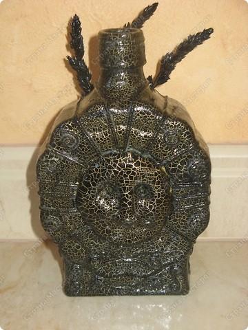 вот такая бутылочка у меня получилась, в таком стиле делала первый раз(передняя часть)маска выполнена в тех папье-маше, украшение-жгутики бутылки выполнены из туалетной бумаги, также использовались сухие травы..... фото 2