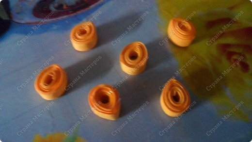 Здраствуйте, я вам сегодня покажу как делать цветок-магнитик                                                                                                                               нам понадобиться бумага,магнит,клей,ножницы и хорошее настроение итак начнем!!! фото 6