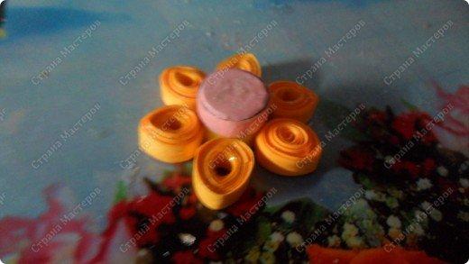 Здраствуйте, я вам сегодня покажу как делать цветок-магнитик                                                                                                                               нам понадобиться бумага,магнит,клей,ножницы и хорошее настроение итак начнем!!! фото 7