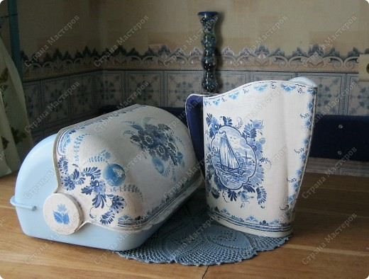 Надоела я вам, наверное со своим декупажем...Но!!!! Где же еще получить подпитку доброжелательностью и поддержкой, как не в Стране Мастеров?! НЕ обессудьте....Обновила старые хлебницу и кувшин под свою голубую кухню. фото 4