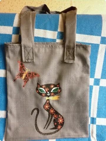 После того, как я сшила для себя сумочку и для младшего сынишки, http://stranamasterov.ru/node/395312, поступил заказ и от свекрови. Обидеть маму я не могла, пришлось сшить 2 почти одинаковые сумочки и третью-для невестки.  Эта сумочка для мамы. фото 1