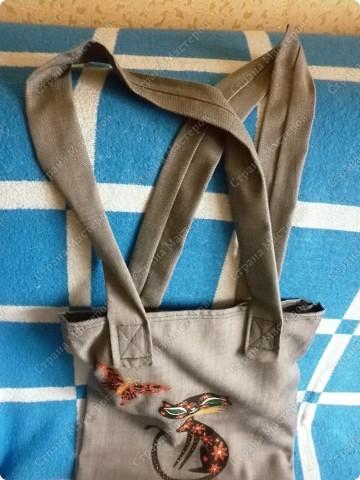 После того, как я сшила для себя сумочку и для младшего сынишки, http://stranamasterov.ru/node/395312, поступил заказ и от свекрови. Обидеть маму я не могла, пришлось сшить 2 почти одинаковые сумочки и третью-для невестки.  Эта сумочка для мамы. фото 3