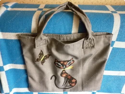 После того, как я сшила для себя сумочку и для младшего сынишки, http://stranamasterov.ru/node/395312, поступил заказ и от свекрови. Обидеть маму я не могла, пришлось сшить 2 почти одинаковые сумочки и третью-для невестки.  Эта сумочка для мамы. фото 4
