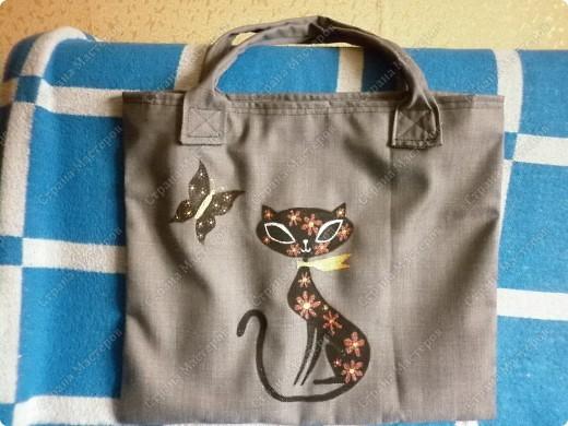 После того, как я сшила для себя сумочку и для младшего сынишки, http://stranamasterov.ru/node/395312, поступил заказ и от свекрови. Обидеть маму я не могла, пришлось сшить 2 почти одинаковые сумочки и третью-для невестки.  Эта сумочка для мамы. фото 5