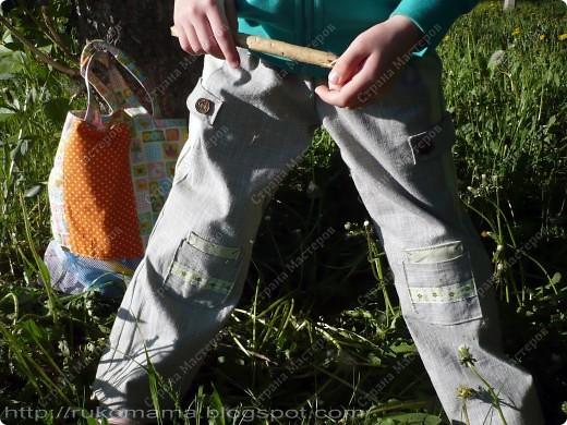 Эти брюки перешиты из моих старых. Завалялись у меня брюки из плотного льна, я их практически не носила. Вот и решила перекроить их для Маруси.  фото 2
