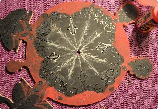 Материалы: деревянная заготовка акриловые краски акриловые контуры акриловый лак механизм для часов фото 4