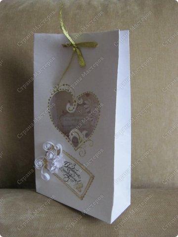 Открытка на заказ.Основа - бумага для акварели, фон  - скрапбумага. Цветы крупные (текстильные и бумажные) самодельные. Мелкие - дырокольные фото 4
