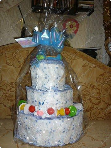 Вот такой тортик из памперсов у меня получился фото 2