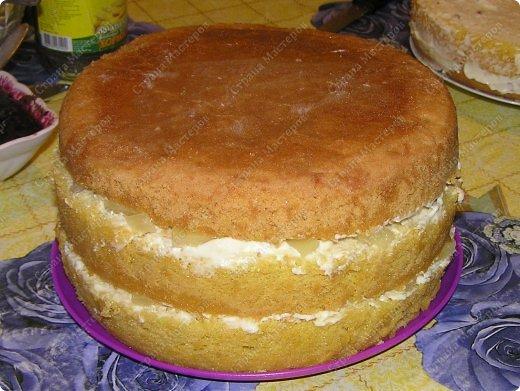 Хотя,  и выпал  День рождения дочери на  будний рабочий день (30 сентября), но как же  без главного десерта!  Вот  и  посторалась  мамочка,для   любимого дитяти! А любит  мой ребенок в основном  тортики  бисквитные. фото 10