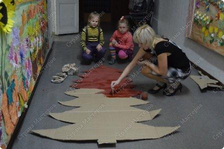 Коллективная работа Мастер-класс Новый год Аппликация из пластилина + обратная Лепка Пряничная ёлка МК Бумага Картон Пластилин фото 11