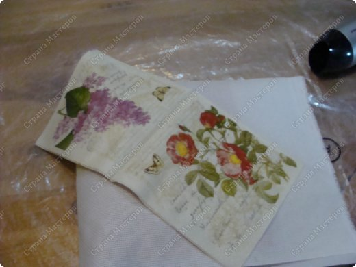 Идея из телевизора. Я только начала вышивать лентами. Вот и подумала , как нам совместить декупаж и вышивку лентами. Решила сделать обложку для фотоальбома. фото 4