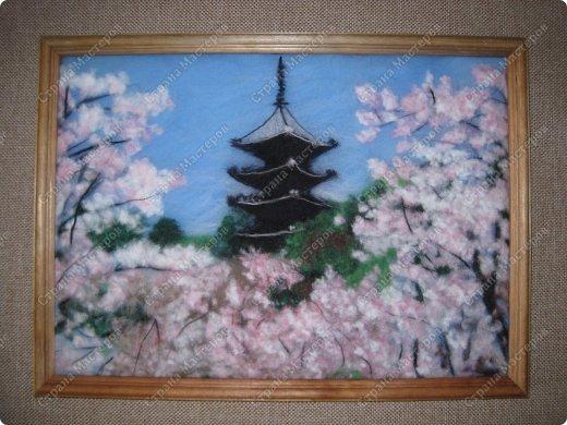 Ну, как и обещала после картины цветущей сакуры, я не успокоилась и быстренько сотворила еще один пейзажик. И опять не успокоилась, чувствую, сакура зацепила меня надолго и не только в шерстяных картинах.  фото 2