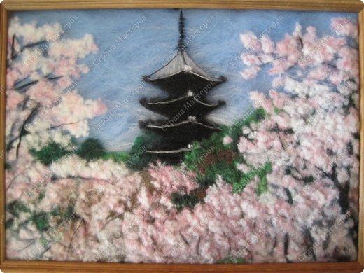 Ну, как и обещала после картины цветущей сакуры, я не успокоилась и быстренько сотворила еще один пейзажик. И опять не успокоилась, чувствую, сакура зацепила меня надолго и не только в шерстяных картинах.  фото 1