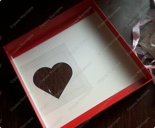 Давно заглядывалась на необычные рамочки, в которых можно разместить и фотографии, и милые вещицы, и излишки накопленных украшений. В общем, выставить напоказ то, что хранится в закромах рукодельницы. Мой словарь пополнился новым термином: шадоубокс- Shadowbox — объемная рамка-коробочка или «многоячейковый» ящичек. фото 2