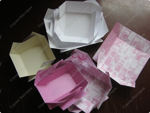 Давно заглядывалась на необычные рамочки, в которых можно разместить и фотографии, и милые вещицы, и излишки накопленных украшений. В общем, выставить напоказ то, что хранится в закромах рукодельницы. Мой словарь пополнился новым термином: шадоубокс- Shadowbox — объемная рамка-коробочка или «многоячейковый» ящичек. фото 8