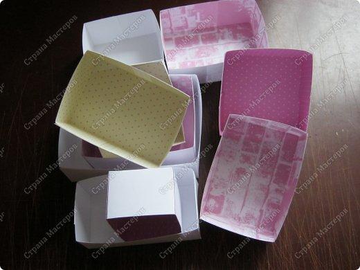 Давно заглядывалась на необычные рамочки, в которых можно разместить и фотографии, и милые вещицы, и излишки накопленных украшений. В общем, выставить напоказ то, что хранится в закромах рукодельницы. Мой словарь пополнился новым термином: шадоубокс- Shadowbox — объемная рамка-коробочка или «многоячейковый» ящичек. фото 10
