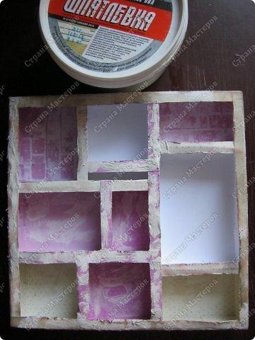 Давно заглядывалась на необычные рамочки, в которых можно разместить и фотографии, и милые вещицы, и излишки накопленных украшений. В общем, выставить напоказ то, что хранится в закромах рукодельницы. Мой словарь пополнился новым термином: шадоубокс- Shadowbox — объемная рамка-коробочка или «многоячейковый» ящичек. фото 13