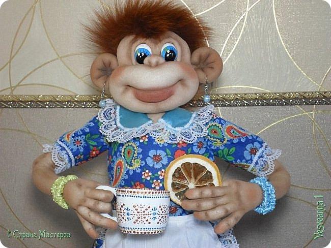 Я сегодня не скучаю, Я конфет купила к чаю Для себя и для друзей. Жду я вечером гостей. Чай заварен ароматный, С бергамотом- вкус приятный. Чашки, блюдечки- сервиз, Для друзей моих сюрприз. А конфеты в вазе- счастье В ярких фантиках шуршащих. Манят запахом своим, Только не притронусь к ним. Мне гостей дождаться надо. Заходите! Буду рада!                        Джулия Рум.  фото 20
