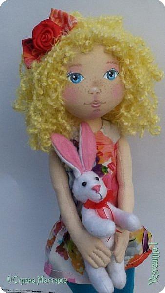 Здравствуйте все, кто заглянул в гости! Учусь шить куколок из ткани. Эта кукла Алиса сшита по мастер-классу Ирины Чурилиной в школе Панпина. Очень мне понравилось заниматься под руководством мастера. И вот такой получился результат. фото 4