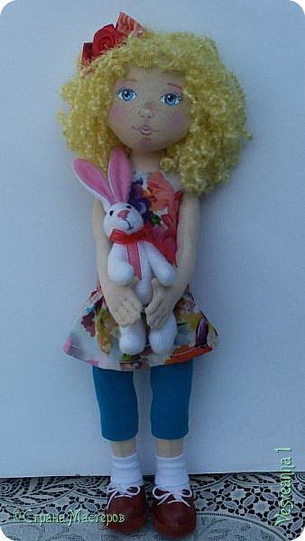 Здравствуйте все, кто заглянул в гости! Учусь шить куколок из ткани. Эта кукла Алиса сшита по мастер-классу Ирины Чурилиной в школе Панпина. Очень мне понравилось заниматься под руководством мастера. И вот такой получился результат. фото 3