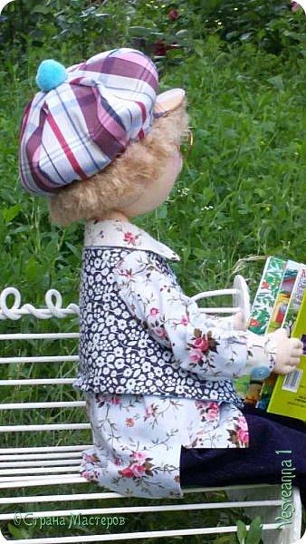 Здравствуйте ! Сегодня у нас в гостях Гриша и Кеша.  Кеша очень любит рисовать, а Гриша читать интересные книжки. Они любят встретиться, посидеть на лавочке, поболтать. И, хотя каждый занят своим делом, им не скучно вдвоем! фото 5