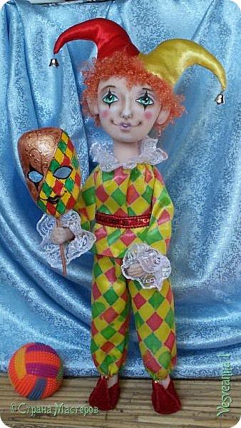 Здравствуйте все мои гости! Пробую себя в шитье текстильных кукол. Вот такой Арлекин появился у меня после мастер-класса Т. Коковихиной. фото 2