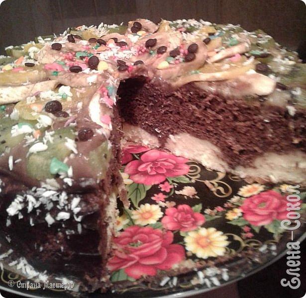Всем здравствуйте!Вот только пару дней назад моему мужу было день рождение и я решила  сделать ему новый тортик..Получился очень вкусный с творожными шариками внутри,с кремом шоколадно заварным...и фруктами...Как сказала моя внучка,самый лучший и вкусный торт! фото 2