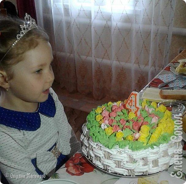 Доброго дня дорогие жители великой страны!Спешу поделится своей радостью с вами!Многие наверное знают тут как я люблю свою внученьку и конечно не смогла я её В день 9 мая,её день рождения  оставить без тортика..Бабулечка (я) КОНЕЧНО ПОСТАРАЛАСЬ)вот и родился такой вкусный и красивый тортик.Кстати...тюльпаны на тортике делала первый раз ,заказала насадку на АЛи..но она не пришла и пришлось искать её у нас и покупать....а та ..заказанная где то еще едет)))))) фото 3