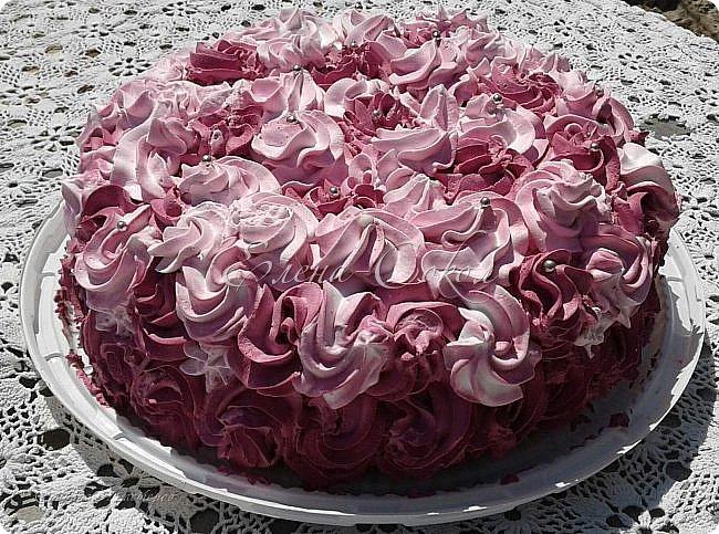Всем привет!Приглашаю вас в сладкое путешествие по моим вкусняшкам........Первый тортик я делала для сына моей подруги,на 10 -летие и он проделал путь с Элисты до Ростова)Внизу вы увидите как он сам режет торт.. фото 3