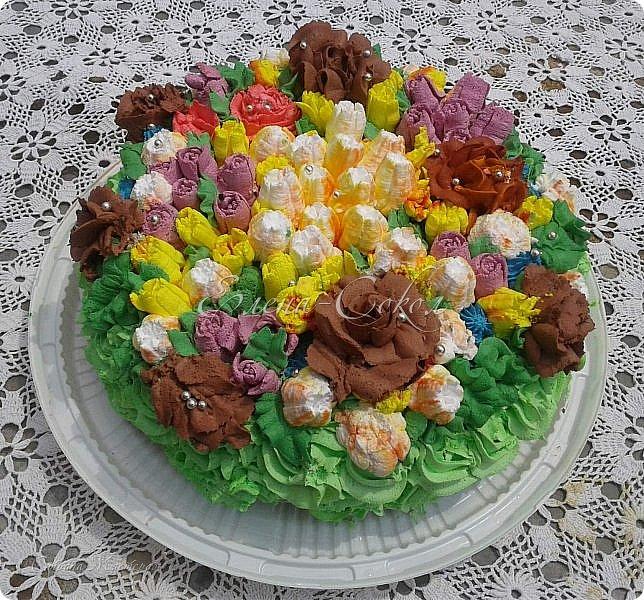 Всем привет!Приглашаю вас в сладкое путешествие по моим вкусняшкам........Первый тортик я делала для сына моей подруги,на 10 -летие и он проделал путь с Элисты до Ростова)Внизу вы увидите как он сам режет торт.. фото 1