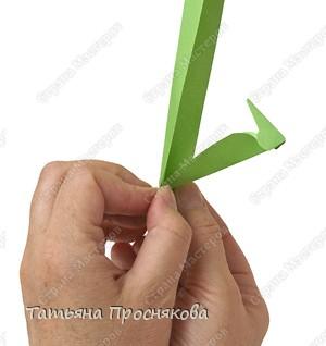 Оригами: Дятел, стучащий по дереву