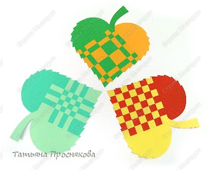 Для того, чтобы сделать каждый плетёный листочек, подбери бумагу двух контрастных цветов (лучше двухстороннюю). фото 8