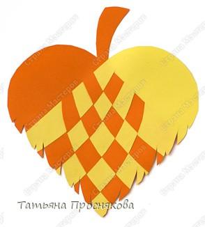 Для того, чтобы сделать каждый плетёный листочек, подбери бумагу двух контрастных цветов (лучше двухстороннюю). фото 10