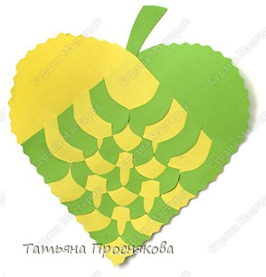 Для того, чтобы сделать каждый плетёный листочек, подбери бумагу двух контрастных цветов (лучше двухстороннюю). фото 16