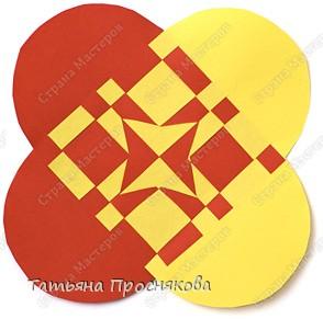 Для того, чтобы сделать каждый плетёный листочек, подбери бумагу двух контрастных цветов (лучше двухстороннюю). фото 22