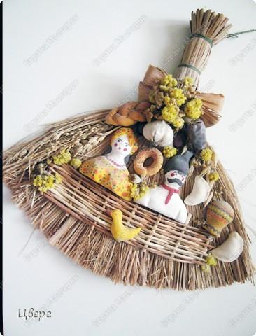 Оберег из рогоза.Элементы оформления вылеплены из глины или солёного теста и букетик сухоцветов. фото 1