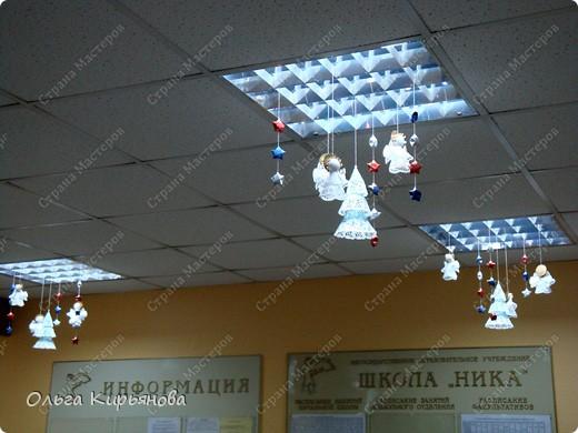 Вот такими ажурными композициями украшен холл нашей школы в этом году.  фото 24