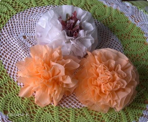 Такие цветы можно быстро изготовить из многослойных салфеток фото 1