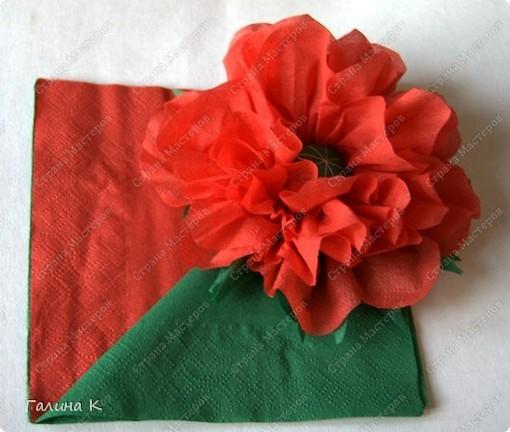 Такие цветы можно быстро изготовить из многослойных салфеток фото 7
