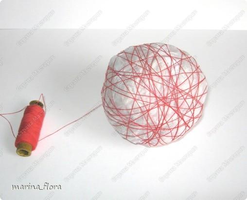 ЕВРОПЕЙСКОЕ ДЕРЕВО. Иногда его называют также бонсаем или европейским бонсаем. Это деревце (высотой обычно от 0,15 до 0,5 м), с прямым или слегка изогнутым стволиком и геометрически правильной шаровидной кроной, посаженной на ствол. В зависимости от материала, используемого для кроны, он может иметь различный характер (ореховое, травяное, зеленое, ажурное и т.д.)  На примере этого мастер-класса показываю свой способ изготовления Европейского стилизованного дерева.  НЕОБХОДИМЫЕ МАТЕРИАЛЫ: Емкость Алебастр (гипс) Стволик Газета (бумага) Нитки Сухоцветы Креп.бумага Гофр.бумага Фетр Клей («Момент», ПВА) или клеевой пистолет.  ТЕХНИКА ИЗГОТОВЛЕНИЯ.  При создании европейского дерева необходимо обратить внимание на ТРИ ОСНОВНЫХ МОМЕНТА: - важно грамотно подобрать емкость или подставку для дерева,  - определиться с длиной стволика, - выбрать характер кроны.   фото 7