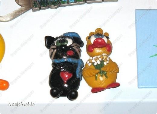 сделаны ещё году в 2004-2005 из пластики для подруги Гали, большой любительницы уток, ромашек, чёрных котов и Франции=)  сверху покрыты лаком