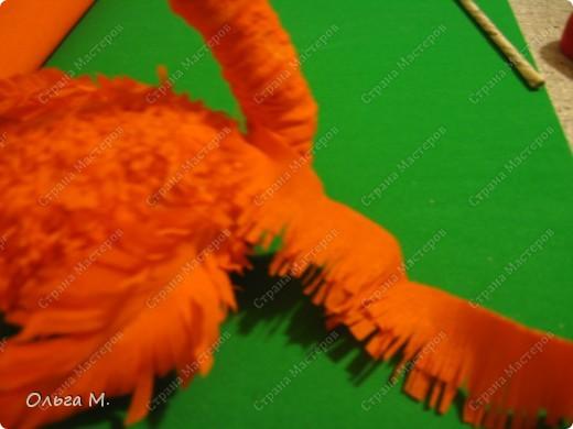 Захотелось сделать птицу из гофрированной бумаги. Сперва хотели с дочкой сотворить страуса, но потом решили , что у нас должен появиться ещё один фламинго(первого мы делали из модулей)! Кстати. по этой же схеме можно сделать и белого или чёрного лебедя, только немного изменив крылья и уменьшив ноги. фото 18