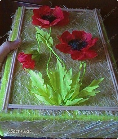 Моей сестре сегодня день рождения. Свой подарок (скатерть ручной работы) я решила вложить в коробку, сделанную своими руками. Вот такая у меня получилась коробка... но коробка не простая... она превращается... в панно!!!  Сейчас покажу поподробней: фото 4