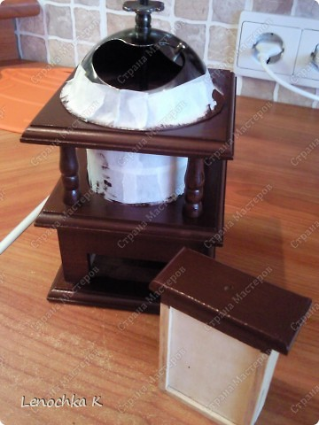 Я очень большая любительница кофе, поэтому не смогла удержаться от декорирования своей любимой кофемолки и баночки для кофе.... фото 5